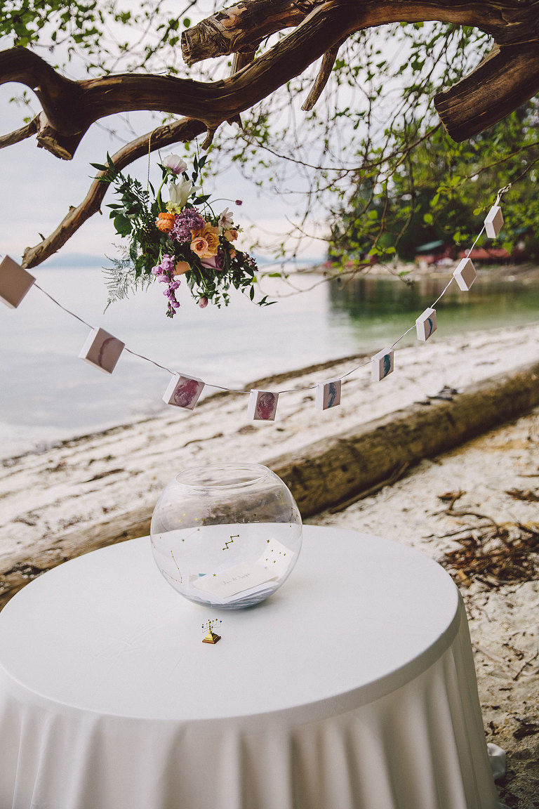 Moon phase themed card table for seaside wedding design by Party Mood.